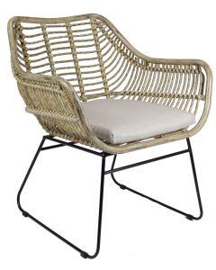 Rottinkinen Sisilia tuoli, jossa mustat jalat ja luonnonvärinen istuin sekä istuinpehmuste