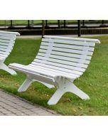 Puinen puistonpenkki valkoinen